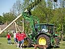 Maibaum aufstellen 2009_58